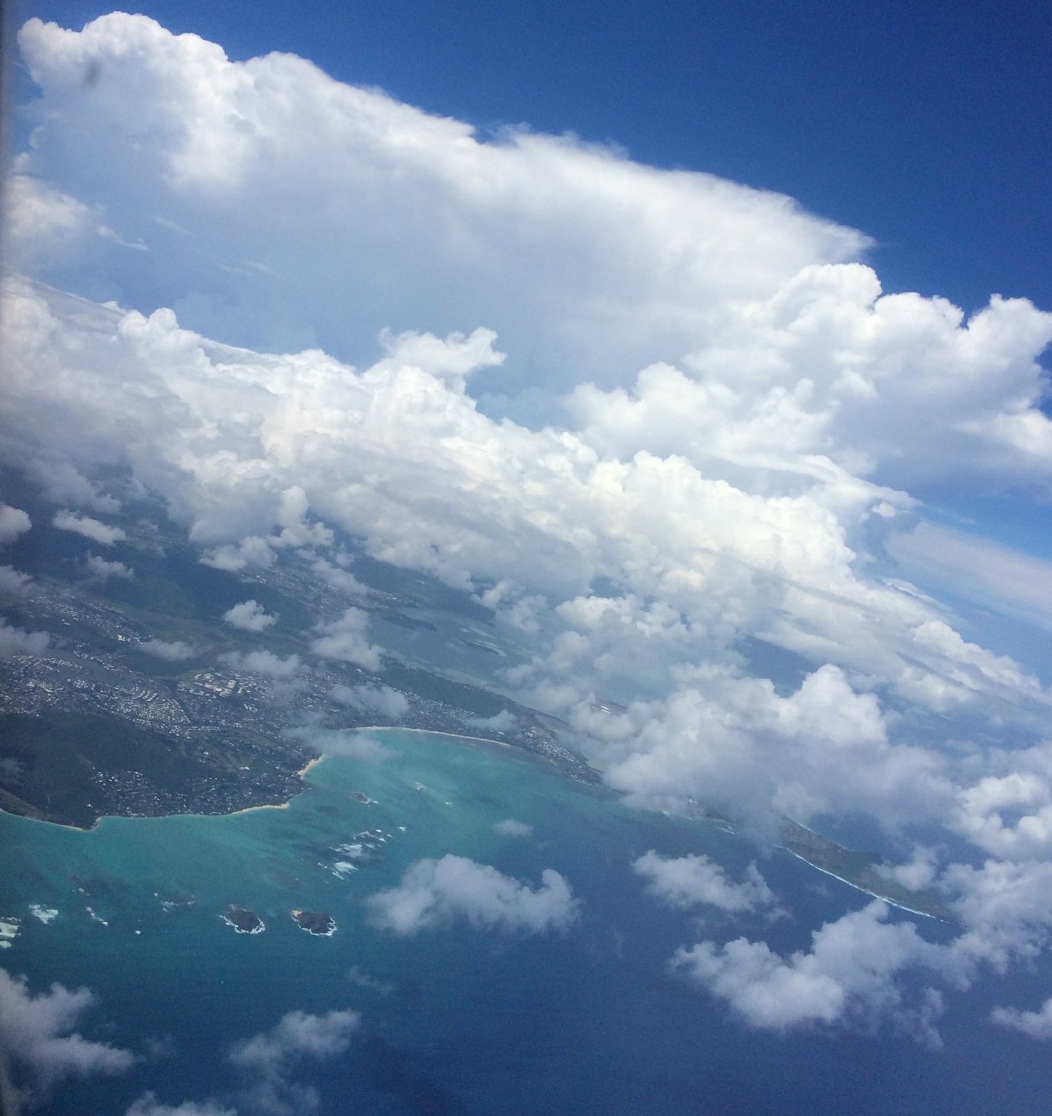 Image of the Pacific Ocean from a plane