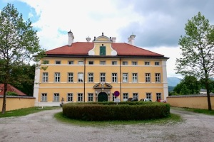 Image of the front of the Von Trapp Family House