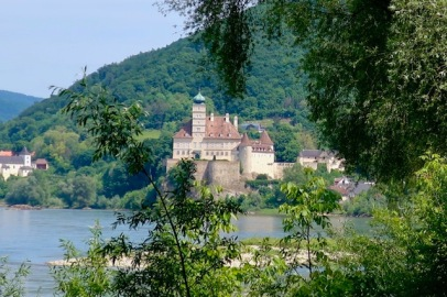 Image of scenery on the Danube