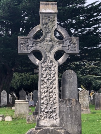 Image of a celtic cross with shamrocks