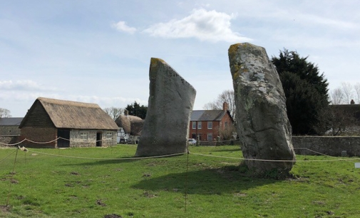 Image of barn next to the standing stones.