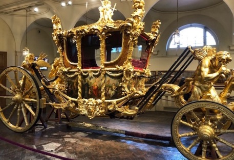 Image of a golden royal carriage.
