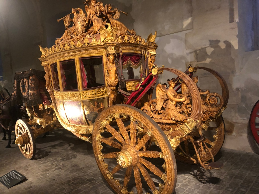 Image of gilded carriage.